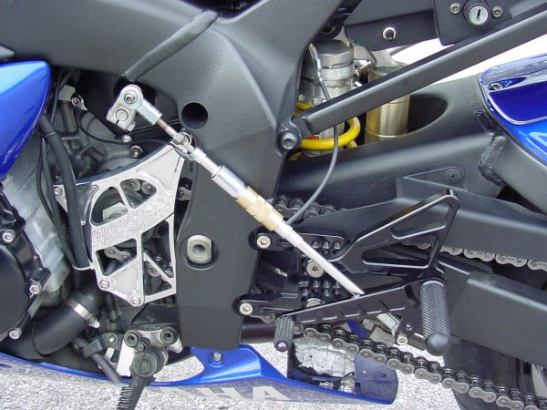 Techtronics quickshifter how to yamaha r1 forum yzf r1 forums on the shift rod in between the end of the rod and the tightening nut then ground it to the screw on the idle mount now your done with the wiring asfbconference2016 Images